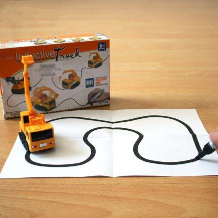 Kreatív játék, játékautó, játék markoló, rajzkövető autó